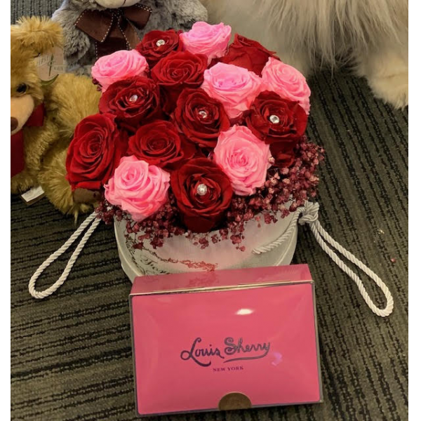 Forever Rose Hat box with chocolate