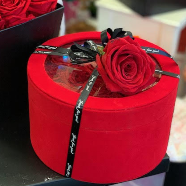 The RedVelvet™Rose box