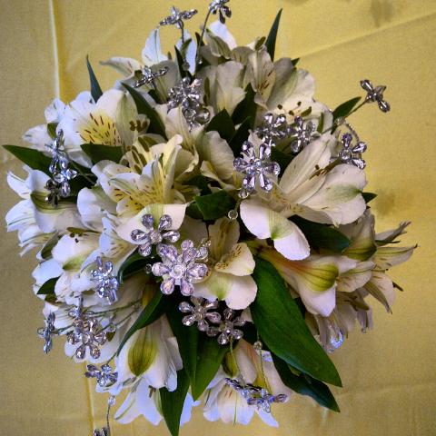 Jacques Flower Shop - Manchester JQP White Bling Nosegay