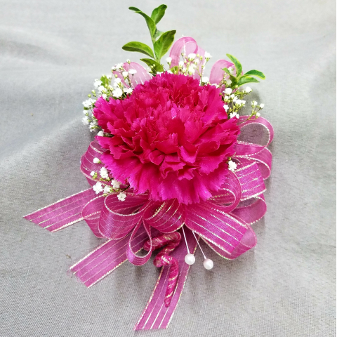 SINGLE CARNATION PIN ON CORSAGE