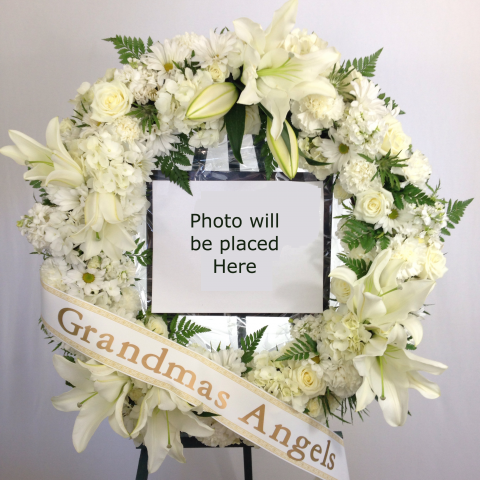 24in. Wreath w/Photo and Banner