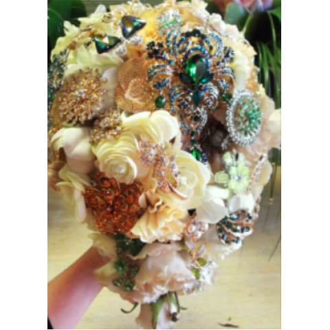 Uptown Brooch Bouquet