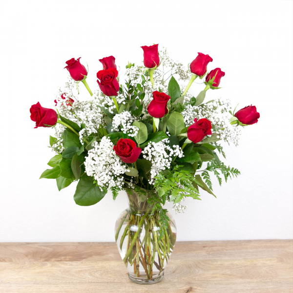 Long Stem Red Roses<br><i>1 dozen roses</i><br />