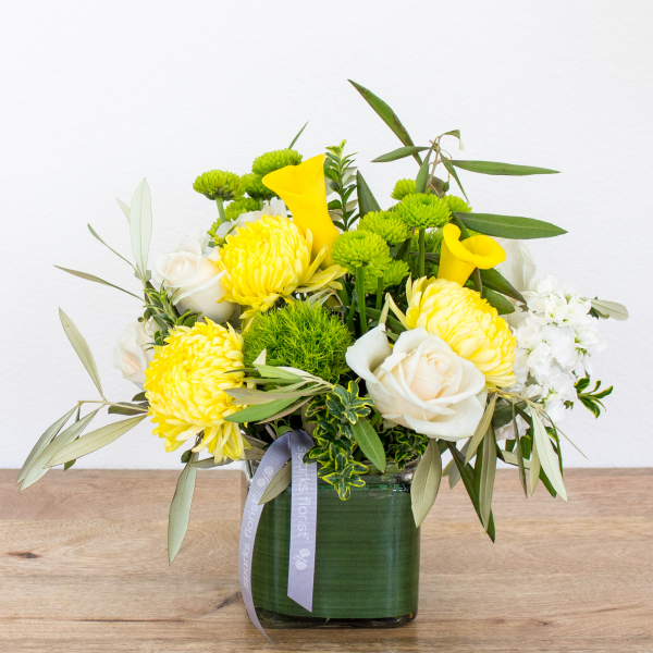 Reno & Sparks Flower Delivery | Sparks Florist® - Sparks Winter Smiles - Medium