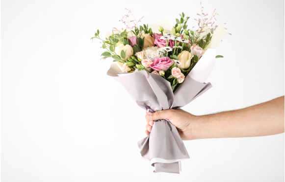 Hand holding bouquet.