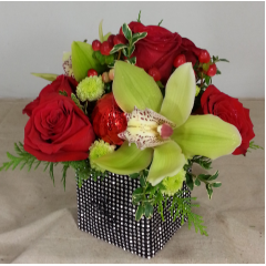 Celebrate the holidays or any formal occasion with this upscale contemporary cube design.