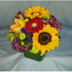 "Fun and bright, this mixed summer centerpiece is the perfect answer for everything from a barbecue to a wedding table centerpiece. A perfect size for a 60"" round table."