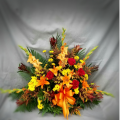 THIS MASCULINE BOUQUET IS A WARM REMINDER OF FAMILY AND FALL.