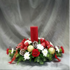 AN OLD FASHIONED CHRISTMAS CENTERPIECE, DECORATED TO CELEBRATE THE SEASON! Deco and colors can vary slightly.