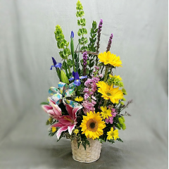 """SPRING IN FULL BLOOM IS A LARGER ONE SIDED ARRANGEMENT THAT IS PERFECT FOR YOUR EASTER BUFFET TABLE OR ENTRY TABLE. THIS ARRANGEMENT IS APPROXIMATELY 32"""" TALL AND 18"""" WIDE. WE WILL USE OUR NICEST MIX OF SPRING FLOWERS AVAILABLE."""