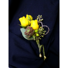 3 miniatures roses and succulents complete this masculine rustic boutonniere