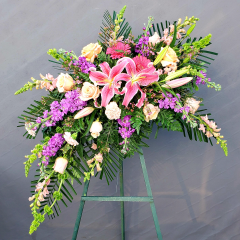 THIS STYLISH AND TASTEFUL EASEL SPRAY MAKES A BEAUTIFUL FINAL TRIBUTE TO THE ONE YOU LOVE.