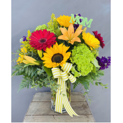 "A bright seasonal garden mix in a clear vase. ***flowers may be subject to change due to availability*** Apporx. 23""H x 19"" W"
