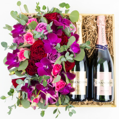 True Love & Bubbly Gift Crate