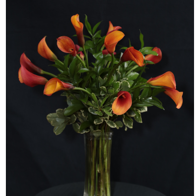 Ninth Street Flowers Durham - Seasonal-color Calla Lilies gathered in a glass vase. Colors may vary, please specify if you have a favorite.