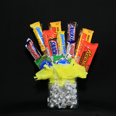 Ninth Street Flowers Durham - Send sweets to your Dad (or Granddad) for Father's Day, with our Sweets Bouquet, made up of an assortment of chocolate bars nestled in a Hershey Kiss base. Here's an arrangement that the whole family can enjoy!